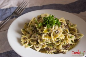 creamy mushroom farfalle and spinach salad_cookin5m2-3