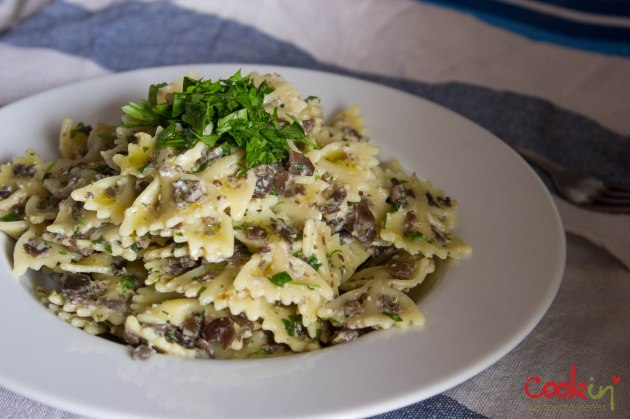 creamy mushroom farfalle and spinach salad_cookin5m2-5