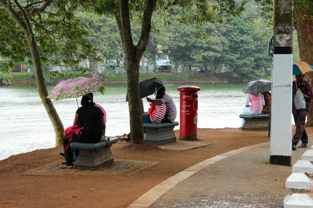 It rains? Just pull an umbrella - Kandy Lake