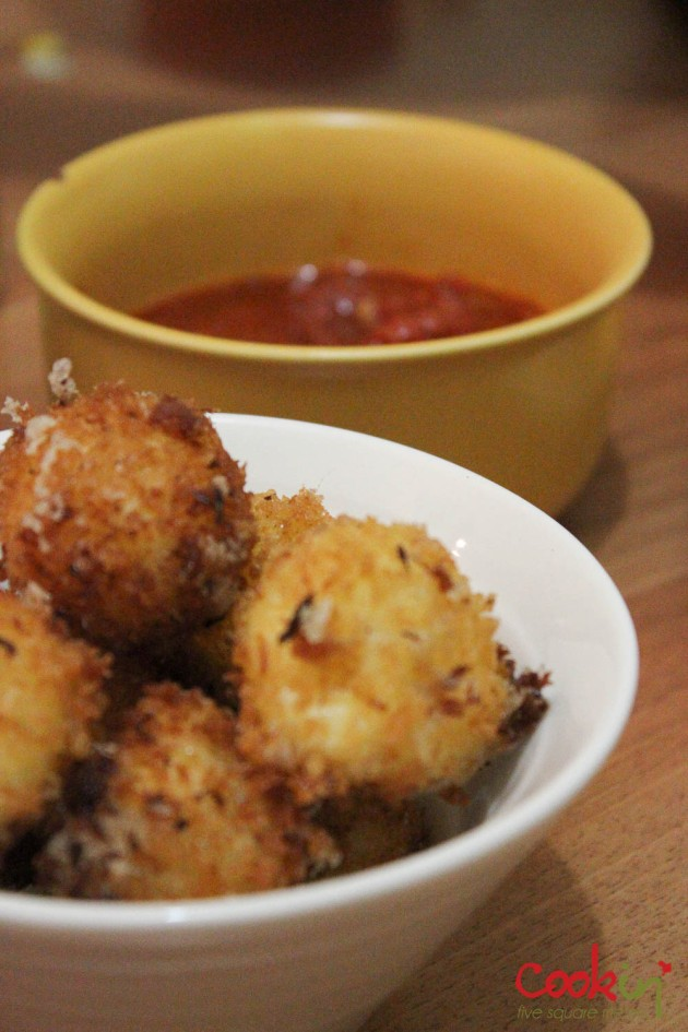 Deep fried Mozarella balls with Marinara dip Recipe - Cookin5m2-1