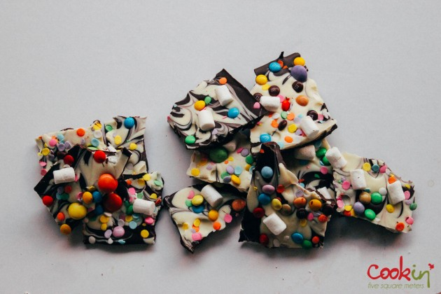 Easter White and Dark Chocolate Bark Recipe  - Cookin5m2-6