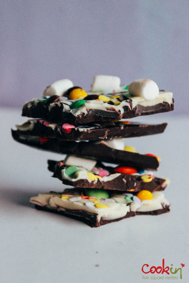 Easter White and Dark Chocolate Bark Recipe  - Cookin5m2-8
