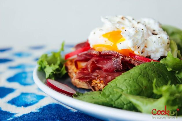 Open-faced Bresaola & Poached egg Sandwich recipe - cookin5m2-4