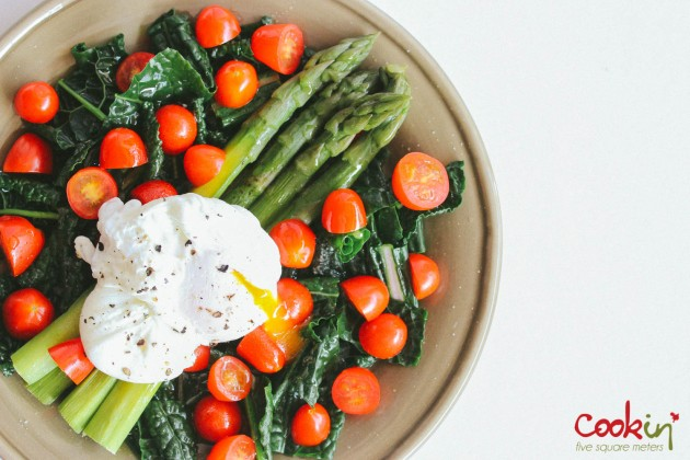 Asparagus kale tomato salad with poached egg recipe - cookin5m2-8