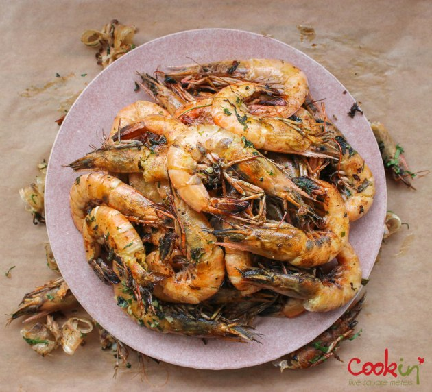 gin-and-herbed-butter-grilled-shrimps-with-grilled-lemons-recipe-cookin5m2-4