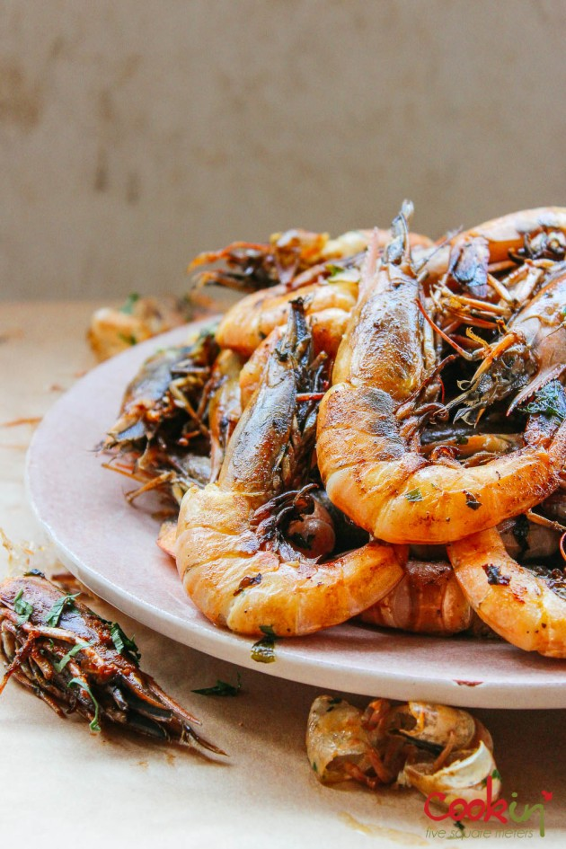 gin-and-herbed-butter-grilled-shrimps-with-grilled-lemons-recipe-cookin5m2-5