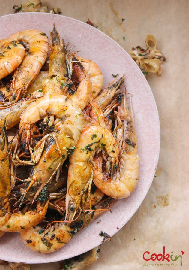 gin-and-herbed-butter-grilled-shrimps-with-grilled-lemons-recipe-cookin5m2-6
