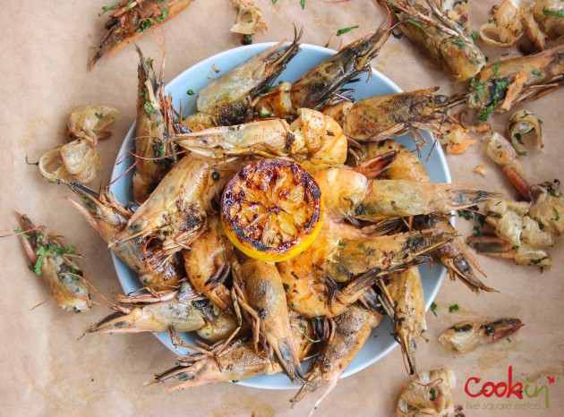 gin-and-herbed-butter-grilled-shrimps-with-grilled-lemons-recipe-cookin5m2-7