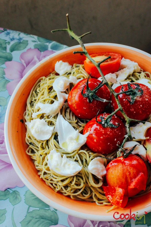 spaghetti-with-basil-pesto-mozzarella-and-roasted-vine-tomatoes-recipe-cookin5m2-3