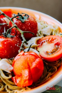 spaghetti-with-basil-pesto-mozzarella-and-roasted-vine-tomatoes-recipe-cookin5m2-6