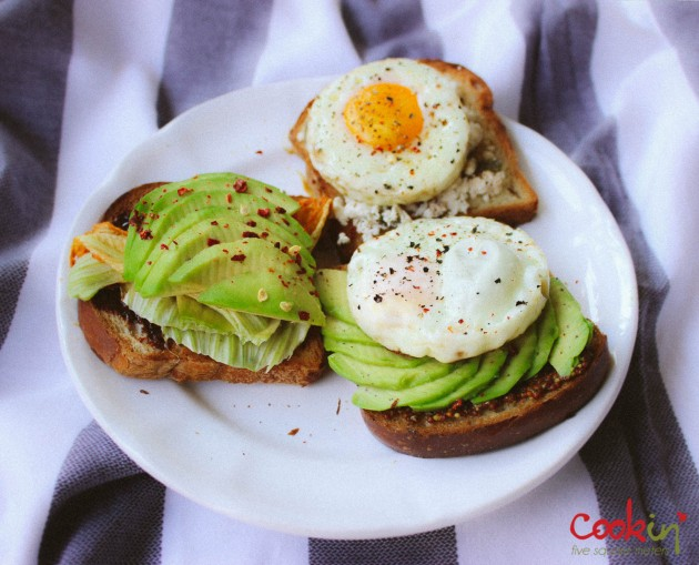 three-way-breakfast-toasts-recipe-cookin5m2-2